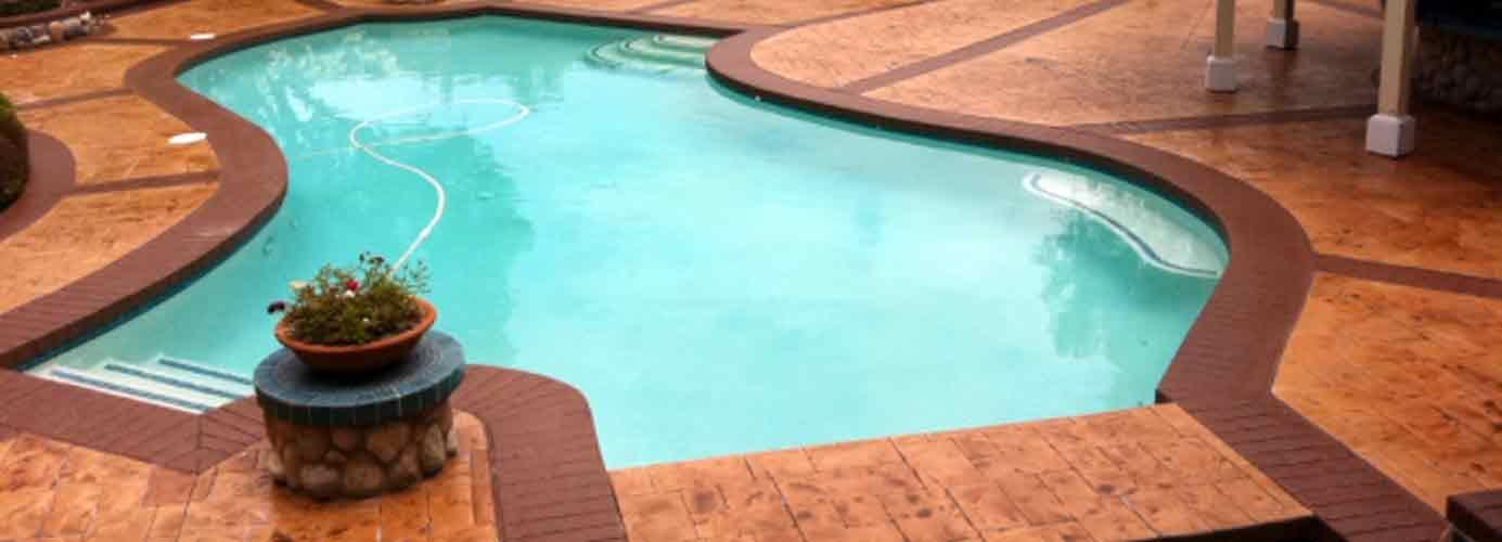Entorno piscina de hormigon impreso